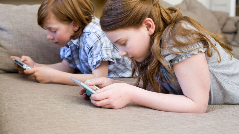 China Larang Anak-anak Menggunakan Ponsel di Sekolah